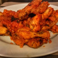 recipe: gluten-free crispy buffalo wings with pub sauce